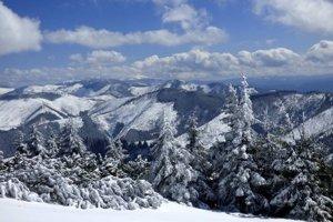 Takéto biele Vianoce budú tento rok asi iba na horách.
