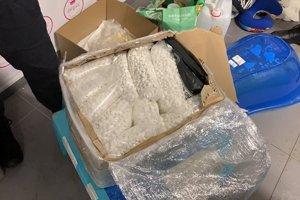 Pri raziách policajti zaistili 31 kilogramov prekurzorov vo forme tabliet s obsahom efedrínu.