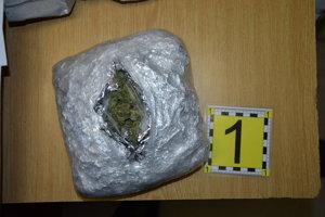 Drogy nájdené u zadržanej osoby.