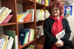 Na snímke knihovníčka Mária Leškovská v priestoroch knižnice.
