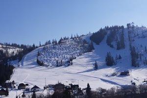 Stredisko otvorilo lyžiarsku sezónu.