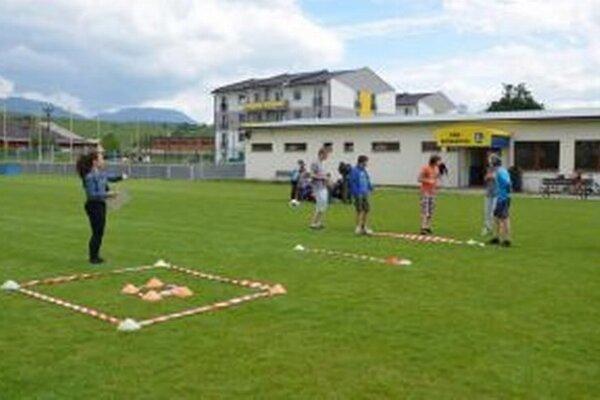 Futbalová škola v Bešeňovej funguje pod vedením Gustáva Mataja od roku 2013. Navštevujú ju deti od troch rokov.