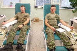 V levickej posádke darovalo krv 26 vojakov.