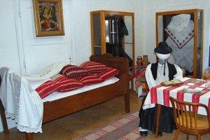 V Kozárovciach zriaďujú miestny ľudový dom.