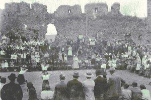 Už v minulosti sa v priestoroch hradu konali kultúrne podujatia.