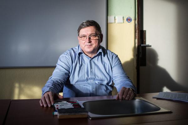 Člen okresnej organizácie Smeru v Krupine vstúpil do strany po zániku SDĽ. Fico mu imponoval tým, že vie udržať jednotu.