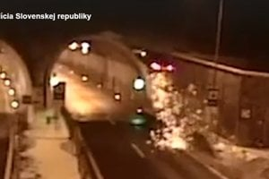 Auto vyletelo pred tunelom Bôrik.