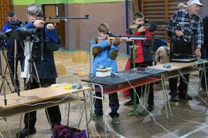 V prvom kole sa zúčastnili dve desiatky strelcov.