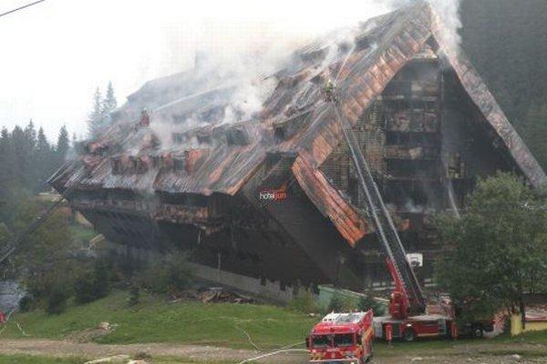 Požiar je tak rozsiahly, že zničil celý hotel.