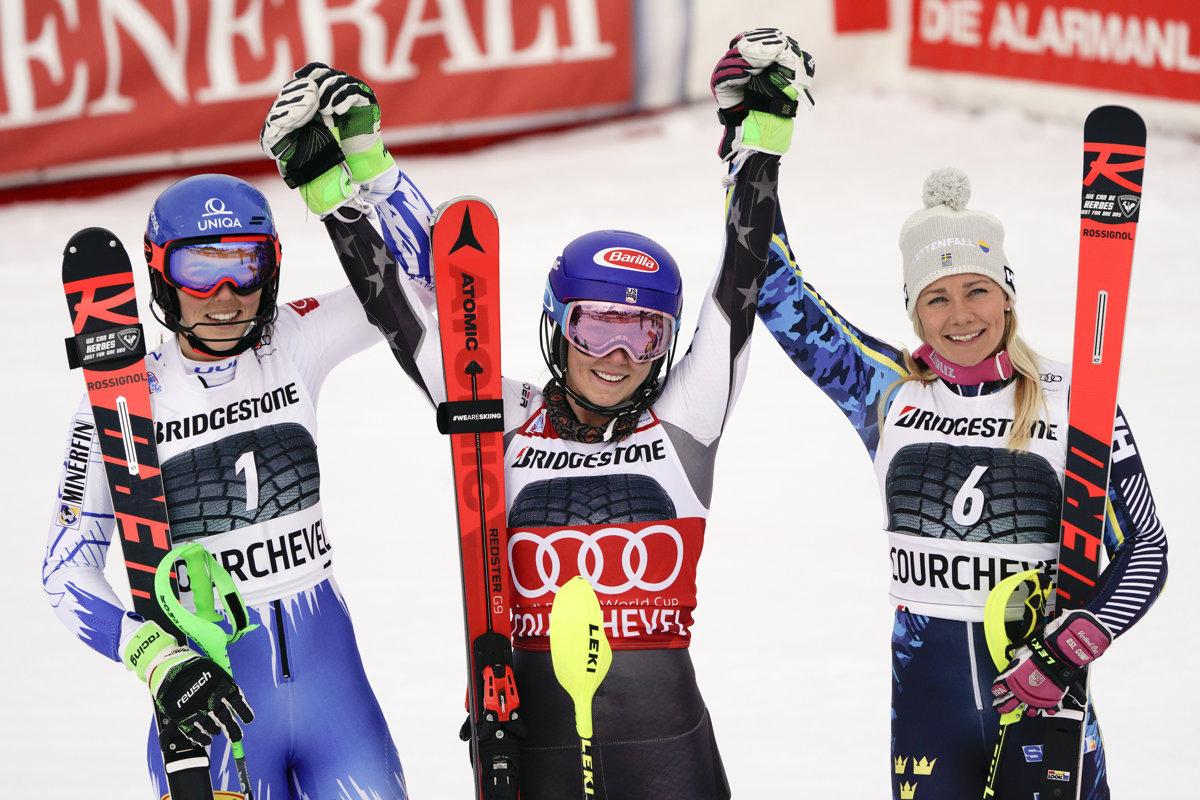 7c33c4f216d3 Tri najlepšie pretekárky zo slalomu v Courcheveli. Prvá Shiffrinová  (uprostred)