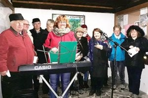Takto v Podhorí spievali koledy.