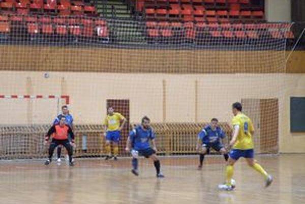 Košičania (v žltom) zvládli druhé semifinále proti Dubnici na výbornú.