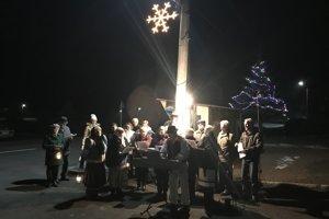 Takto Zvončeky spievali koledy pred Vianocami.