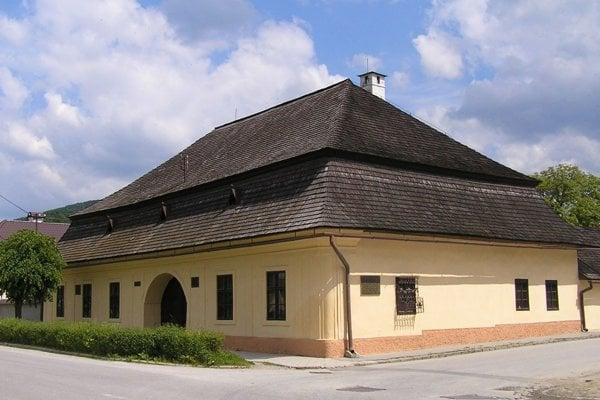 Prvé slovenské gymnázium v Revúcej