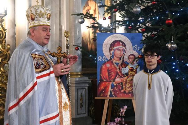 Prešovský arcibiskup metropolita Ján Babjak (vľavo) počas veľkého povečeria s lítiou v gréckokatolíckej Katedrále sv. Jána Krstiteľa v Prešove.