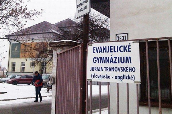 Spojená evanjelická škola v Liptovskom Mikuláši zostáva stále zatvorená. Žiaci základnej školy aj bilingválneho gymnázia sú od pondelka doma.