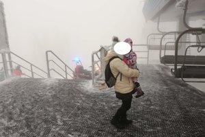 Včera pomáhali dvojročnému dieťaťu, s ktorým sa 35-ročná poľská turistka vybrala na túru na hrebeň Kysuckých Beskýd.
