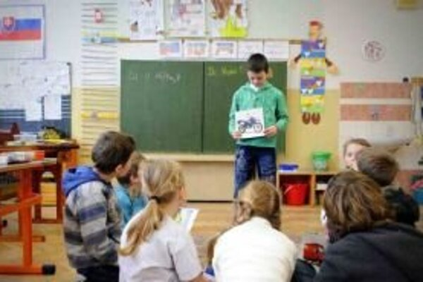 Základná škola v Kvačanoch plní funkciu spádového školského zariadenia pre deti z desiatich obcí v okolí už skoro päťdesiat rokov.