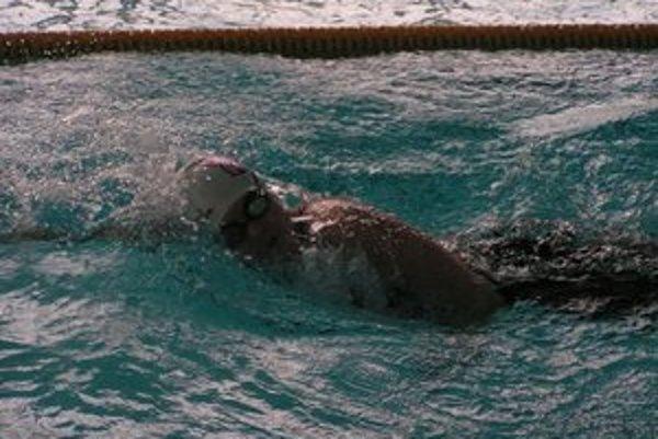 Na zimných majstrovstvách Slovenska v plávaní staršieho žiactva v Trnave si členka PO Ružomberok Sophie Zahradníková vyplávala šesť medailí.