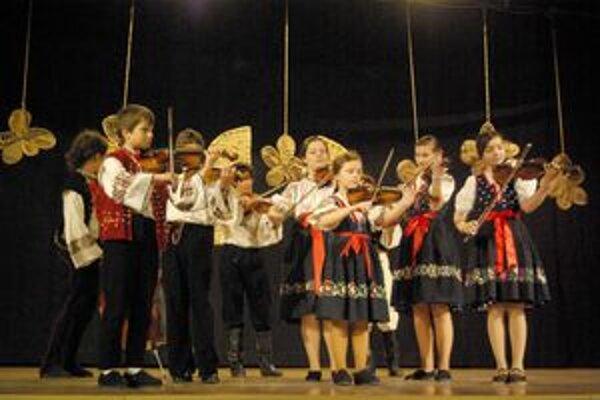 Mladí muzikanti. Deti sa snažili predviesť v čo najlepšom svetle.