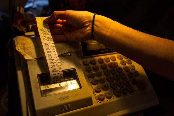Mnohí zákazníci bloček z registračnej pokladne nedostali.