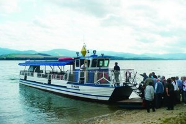 Ročne si pozrelo krásy Liptova z paluby lode priemerne desať až jedenásťtisíc pasažierov.