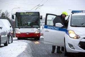 Sneh komplikoval dopravu aj v Bratislave.