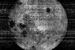 Prvý pohľad na odvrátenú stranu Mesiaca získali ľudia vďaka sovietskej sonde Luna 3.