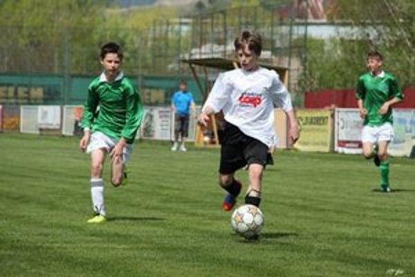 Nedeľné futbalové zápasy v regióne.