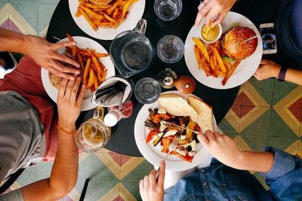Správne suroviny dokážu zahnať hlad účinne a na dlhšiu dobu. Fastfoodové jedlá telo spravidla uspokoja iba na chvíľu.