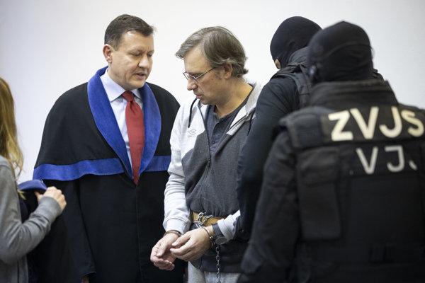 Podnikateľa Valentina Vinogradova zastupuje na súdoch Daniel Lipšic.