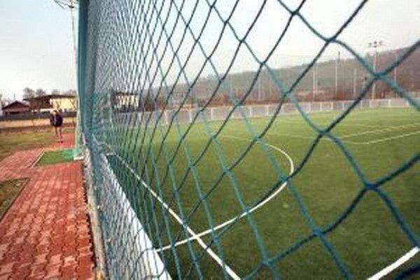 Menšie viacúčelové ihriská, ktoré by mali byť v Bielom Potoku, Čutkovskej a Hrabovskej doline, začne radnica stavať už v septembri.