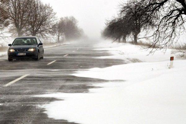 Na niektorých miestach v kraji treba podľa neho rátať so snehovými jazykmi a závejmi.
