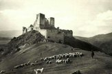 Ako vyzerala obec ÄŚachtice a ÄŚachtickĂ˝ hrad v minulosti?