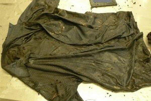 Košeľa, v ktorej našli mŕtveho muža.