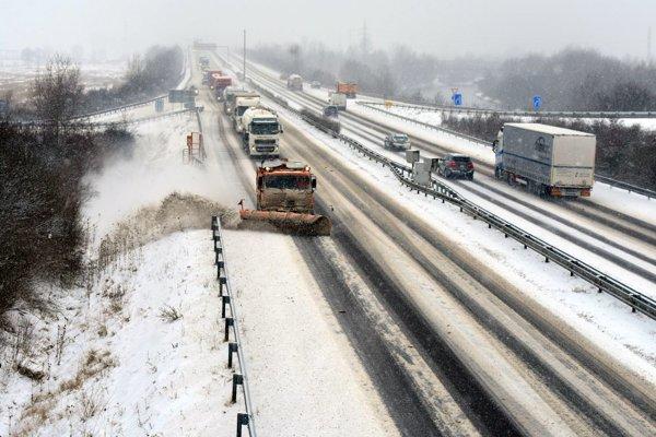 Na ceste medzi Trenčínom a Považskou Bystricou.
