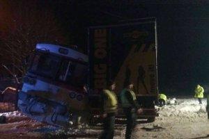 Dva vagóny sa vykoľajili.