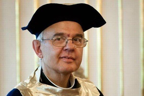 Rektor univerzity si stojí za zisteniami vnútornej kontroly.
