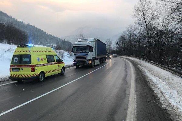 Nehoda sa stala dnes ráno pri Ľubochni.