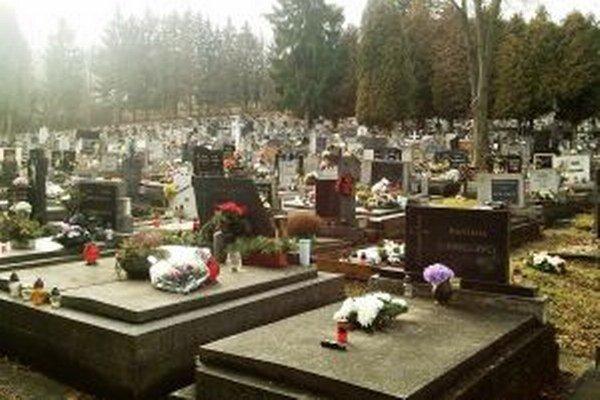 Spoločnosť, ktorá poskytuje služby na ružomberskom cintoríne každý rok navrhne cenník, ktorý schvaľujú poslanci mestského zastupiteľstva.
