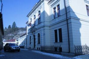 Mesto Gelnica rieši dlhoročný problém s neprispôsobivými.