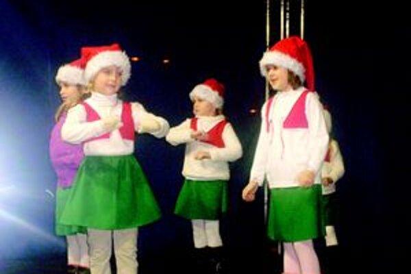 Malé tanečníčky  zo skupiny Tweety.