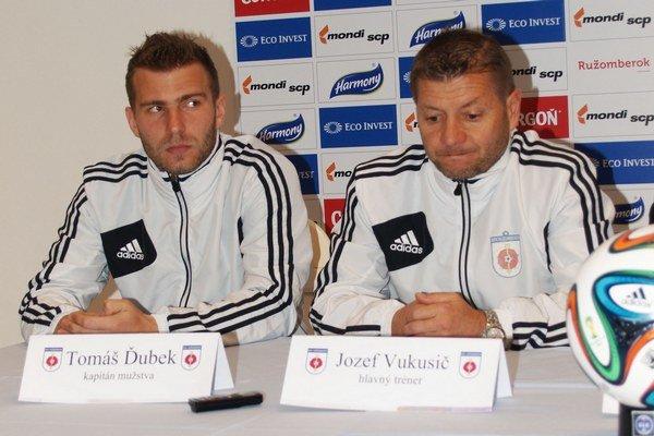Tomáš Ďubek a Jozef Vukušič na tlačovej konferencii MFK Ružomberok pred corgoňligovou jarou.