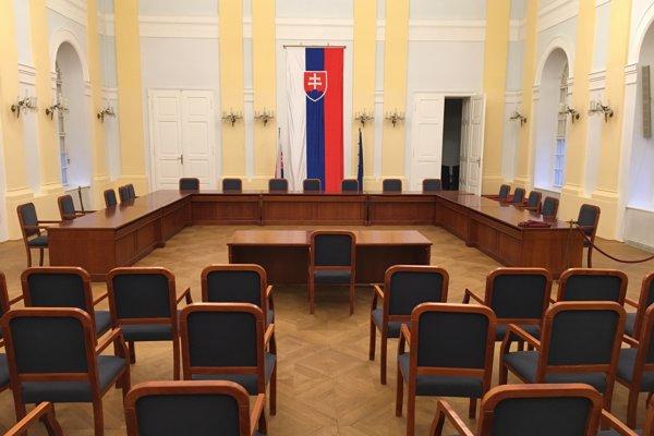 Takto by to malo vyzerať v historickej budove Národnej rady počas vypočúvania kandidátov na ústavných sudcov.