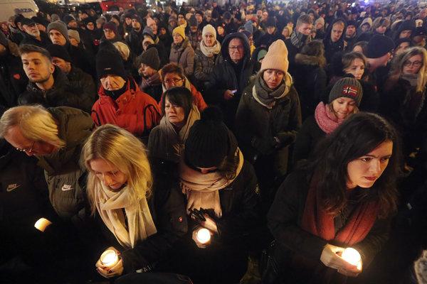 V uliciach sa zišli tisíce ľudí.