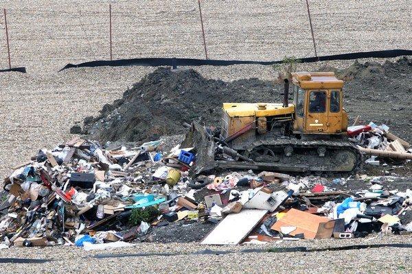 V súčasnosti končia na skládke odpady z domácností takmer päťdesiatky obcí horného a stredného Liptova ale aj odpad z výroby papiera, ktorý sa nedá ďalej  recyklovať.