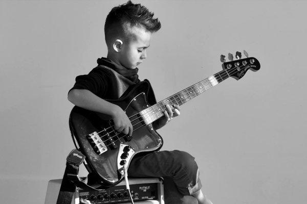 Osemročnému Áronovi Hodekovi predpovedajú v hudobnej brandži veľkú kariéru.
