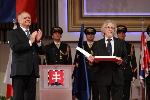 Ocenenie si prevzal aj Péter Hunčík, rodák zo Šiah.