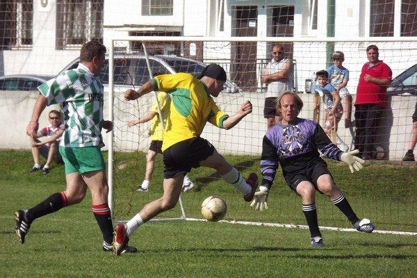 Na výborne pripravenom trávniku FC 34 Palúdzka sa z víťazstva spomedzi ôsmich celkov tešil domáci mančaft nazvaný jednoducho Palúdzka.