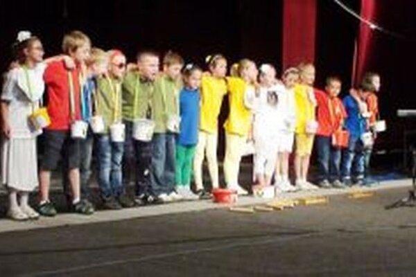 Prváci sa v Bratislave prezentovali predstavením, ktoré nacvičovali celý rok.
